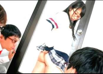 【栄川乃亜】クラス中の男性の目線が集まる小柄天使なノーパン女学生!いつ何時誰のチンポも受け入れる!