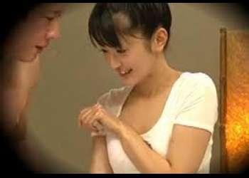 【マッサージ】可愛いお姉さんのダルダルシャツから見える胸元のブラチラに股間が激反応!デカチン見せつけハメたった!