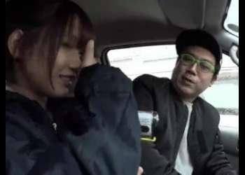 今時スマホを操作していない女の子をメインにナンパに成功したら、車の中でセックスできる