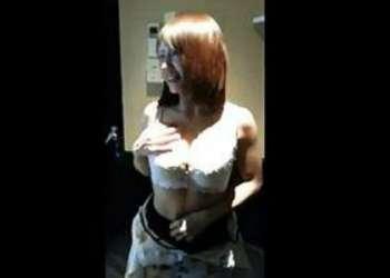 【AVじゃないです】ガチ素人がカラオケボックスでフェラさせてそれを携帯で撮影した動画が流出!
