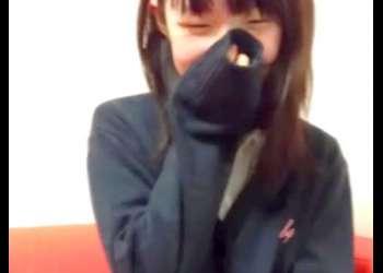 【個人流出】リアル◯学生の援交動画!?顔出しNGのロリ美少女が制服姿でちっぱい乳房イタズラされてハメ撮り撮影される!