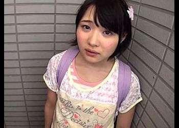 マイホームマンションの階段で変質者に手マンされて逃げられない小学生(陽木かれん)床に溜まったったわロリの痴女染みは美味そうだな