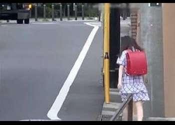 悩みの女子小学生身籠りの事件の動画が流失!?ランドセルの少女に路地裏で中出したったわいせつ映像〜