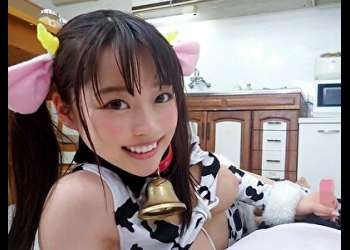 秋山メメ【VR】目の前が真っ白に「私のおっぱいのんだら元気でるよ!」とお乳を差し出してきて、乳汁をびゅーびゅー大量噴射!