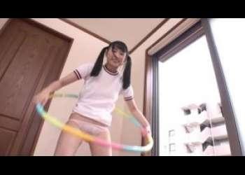 「キャハ♡」ロリ貧乳っ子がピンク色のパンティを見せつけ体操するよ〜〜