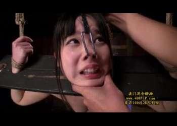こんな可愛い子が鼻フックでブサイク顔に☆手足を拘束されギロチン状態で生でチンコを挿入される!拷問☆