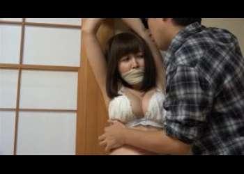 清楚系女子が下着姿で猿轡されイヤイヤモードになりながら全身を男に触られ舐められ逃げられない
