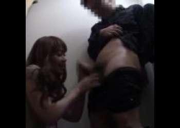 【痴女 女性店員】更衣室で男性客のオチンチンを頬張ってセックスする痴女店員!!