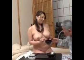 淫乱スイッチを入れて痴女化する女!!素っ裸介助でおじいちゃんのオチンポを元気にしちゃう淫乱介助士