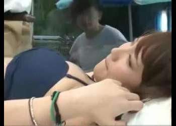 《水着》【マジックミラー号】素人アベックの彼女を車内で寝取りエッチ!悩んだ時はこの動画