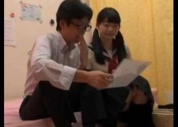 《素人×エロ動画》『お小遣いくれたらいいよ♡』JKリフレでお金を渡してSEXしちゃった!おすすめの作品