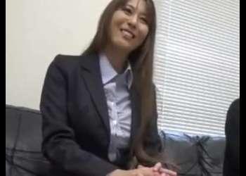 『エッチしてみたいの?』優しい会社の先輩に筆おろししてもらった!シコシコ必須のエロ動画