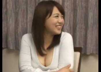 《巨乳×美乳》『勃起しちゃったの?♡』兄のお風呂に侵入して誘惑する可愛い妹!体型最高な美女