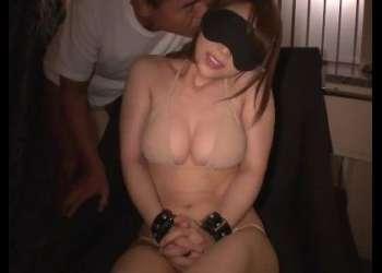 『気持ちいい♡もっと…♡』ドMな女の子を目隠し拘束で調教!ムラムラ確実な激エロ動画