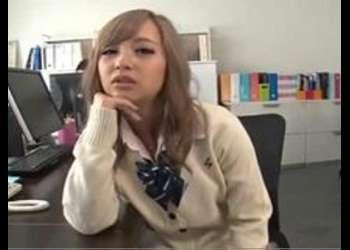 《美女×エロ動画》『もう入れたいの?♡』可愛い制服姿の小悪魔高校生と濃厚SEX!体型最高な美女