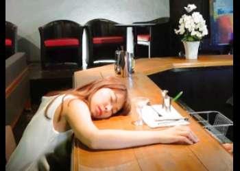 |昏睡レイプ|バーで酔い潰れた美女を犯す!まさか飲み物にクスリ盛られてるとは思うまい…