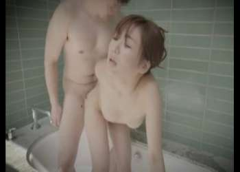 ⦅風呂場⦆『なんか興奮してきちゃったぁ♡』卑猥な秘部にマラをハメ込まれ我を忘れてイキまくりなパコとかたまんねぇwww