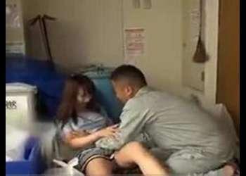 〖主婦-美乳〗『やめてください…』下着を着けずにごみ捨てに来た人妻を強制生出しレイプ!こんなかわいい子が…