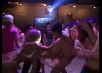 〖おっぱい-エロ動画〗『もっと中に出して♡』ヤリマンなギャル娘たちがキメセクパーティー!シコシコ必須の映像