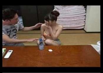 〖ナンパ-水着〗『エッチしたいの?』巨乳な水着少女と畳の部屋で布団も敷かずにSEX!最高のエロ動画