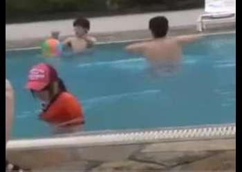 〖レイプ-痴漢〗『嫌っ!離して~』プール監視の少女を水の中で悪戯してからレイプ!最高のエロ動画