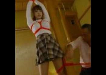 誰にも言えない不倫をスクープされてしまったアイドルがロープで拘束され、オッサンにまさぐられる