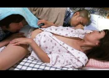 【結城みさ】夫の弟と恥ずかしすぎる不倫体験!息子が寝てる横で潮噴き「ダメっ、起きちゃう」