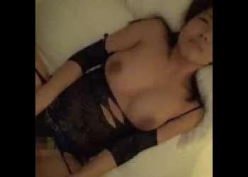 セクシーランジェリーのお姉さんにホテルで濃厚精子を中出しw