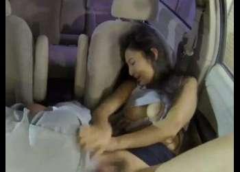 『旦那に怒られちゃうよ…』魅力的なパートの人妻に車内でセクハラ!絶対興奮しちゃうエロ動画