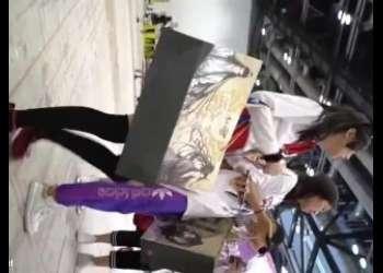 【盗撮】コミケで見つけたニーハイアニコスプレイヤーのお姉さんをストーキング師で生足パンチラ隠し撮りしてみた素人映像