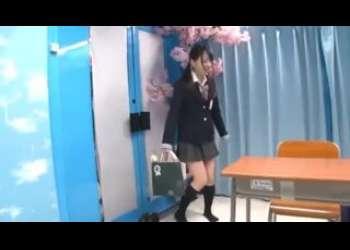 超かわいいロリ美少女JK、あべみかこたちをマジックミラー号に連れ込みエッチなことをさせちゃうJK大好き企画