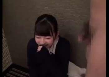 土下座素人ナンパで捕まえた小柄ロリ童顔美少女JKをホテルに連れ込みエッチなことをする素人企画モノ!押しに弱い女はマジでやれる