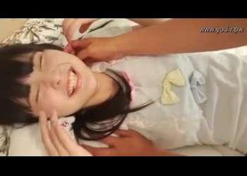 超かわいいJCみたいな天真爛漫美少女の過激イメージビデオで水着姿こしょこしょエロマッサージ行為