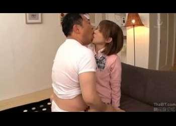 茶髪ショートカットヘアロリギャルJK女子マネージャー、椎名そらちゃんがキモ男おじさん吉村卓にクンニされて感じてベロチュー
