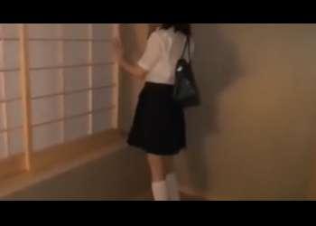【麻里梨夏】すっぴんノーメイクで超特級にかわいいロリ美少女JKの一生懸命手コキフェラ抜きロリビッチJK