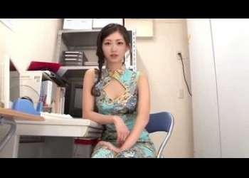 極エロチャイナドレス姿が最高にエロいチャイナ服スリット美女に足コキ手コキで誘惑されるの正直めっちゃ羨ましいスレンダー美脚