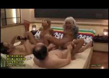 黒ギャルJK、AIKAと丸山れおなの最強ロリJK援交パパ活セックスパイパンド変態生ハメ生中出しOKベロチューしまくりおじさん