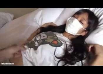 【睡眠レイプ】マスク姿で完全に眠ってる睡眠薬で眠らされた素人JCみたいな女の子をレイプしてるロリレイプ個人撮影素人ハメ撮り