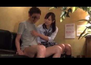 JKピンサロ嬢がエロいフェラ抜きクンニでエッチなことをしまくってくれる素人男性相手の風俗体験