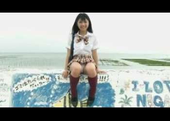 かわいいロリ童顔JKがパンチラしながらお散歩!制服を脱いで水着姿になる貧乳娘のイメージビデオグラビアアイドル