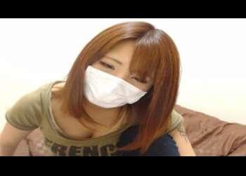 マスク姿ギャルの胸の谷間見せつけ素人ライブチャット動画個人撮影生配信