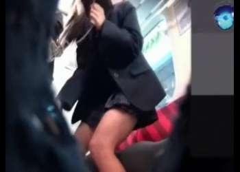 【盗撮】素人JKのガチパンチラ狙ってる個人撮影映像激ミニスカート姿