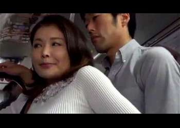 【痴漢レイプ】巨乳の美熟女人妻ジーンズ姿で無理やりセクハラレイプされ脱がされベロチュー立ちバックで実は感じちゃう人妻レイプ寝取られレイプ高画質