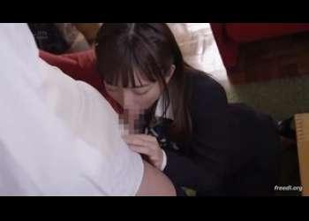 【紗倉まな】結婚式場で働くウェディングプランナーなのに新郎夫を寝取る激エロ不倫が大好きロリ巨乳美少女フェラ抜き