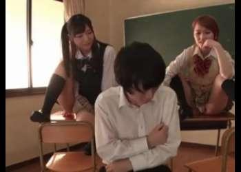 パンチラギャルJK椎名そらと星奈あいの2人組痴女JKに逆レイプ足コキ乳首舐め手コキフェラ抜きされて感じるクラスメイトのイケメンくん