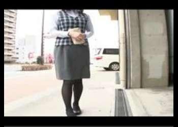 (マジックミラー+電動マッサージ)熟女を車内に連れて帰ってローション塗りたくって電動マッサージ責め!潮吹きブシャーそのままH!発情しちゃうAV