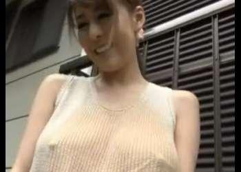 (ナンパ+エロ動画)ノーブラニットで外出していた巨乳美女に悪戯!ムラムラしちゃった人妻の家で生出しファック!おすすめの作品