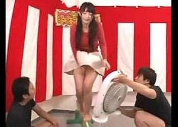 《素人企画》スレンダー巨乳エロカワお姉さんが、パンティーにリモバイ仕込んで平均台渡ろうゲームに挑戦!失敗したら即ハメ激ピス絶頂SEX!!