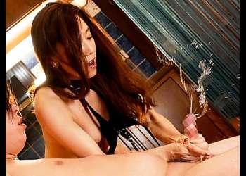 【M男乳首責め動画】白木優子 苦しい=快感よっ必殺技で窒息寸前と乳首舐め手コキで射精調教し連続男潮させる女獣化スーパーS美人人妻