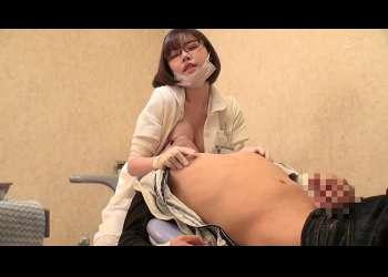 乳首責めオナサポ 歯科院内で露出手コキ!乳首舐め弄り!おっぱい押し付け!患者悶絶激射